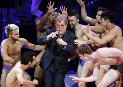 http://a6.idata.over-blog.com/400x284/1/52/29/59/Photos_13/Elton_John_sings_Madonna_LikeAVirgin_Rainforest_20100513_01.jpg