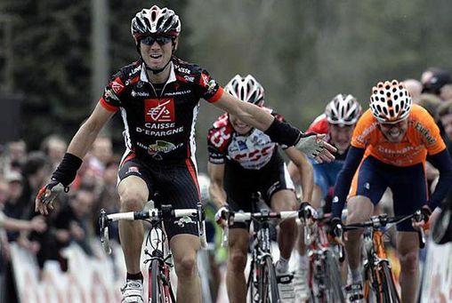 http://a6.idata.over-blog.com/508x351/0/05/82/87/debut-de-saison-2006/valverde-en-puissance-au-sommet-du-mur-de-huy.jpg